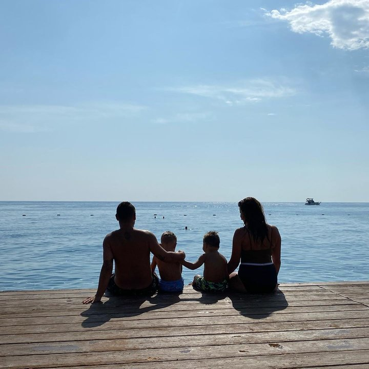 Монатик показал семейное фото с отдыха в Турции