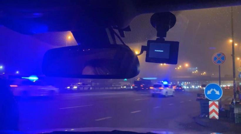 В Киеве из-за кортежа автомобилей перекрыли проспект: жители столицы возмущены (ФОТО, ВИДЕО)