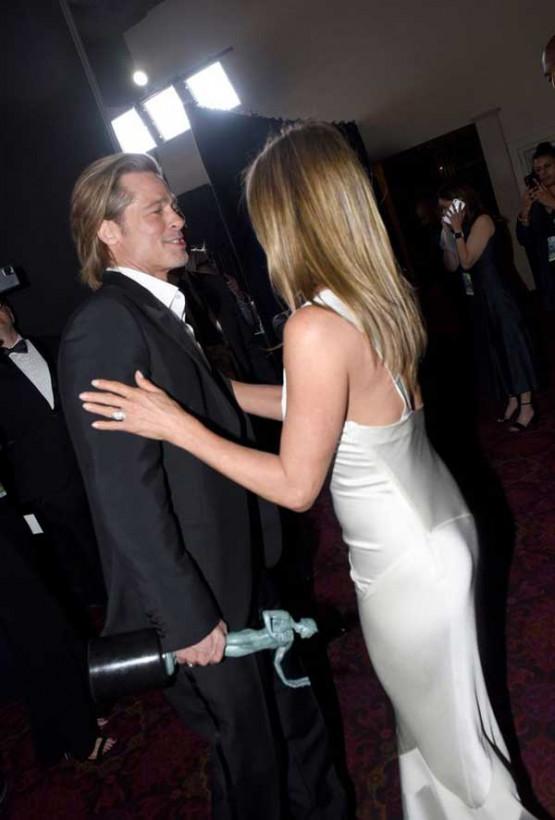 Дженнифер Энистон начала снова носить кольцо, подаренное Брэдом Питтом (ФОТО)