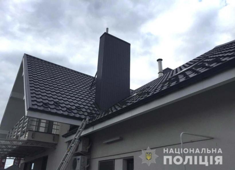 В Ровно на крыше дома депутата взорвалась граната (ФОТО)
