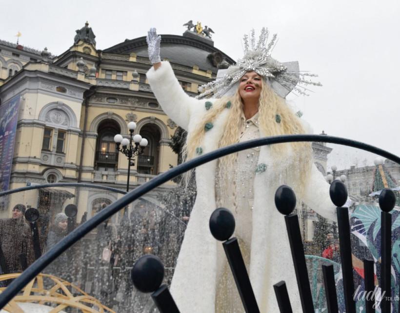 Белое платье со стразами и алые губы:Оля Полякова отрепетировала образ Снежной Королевы (ФОТО)