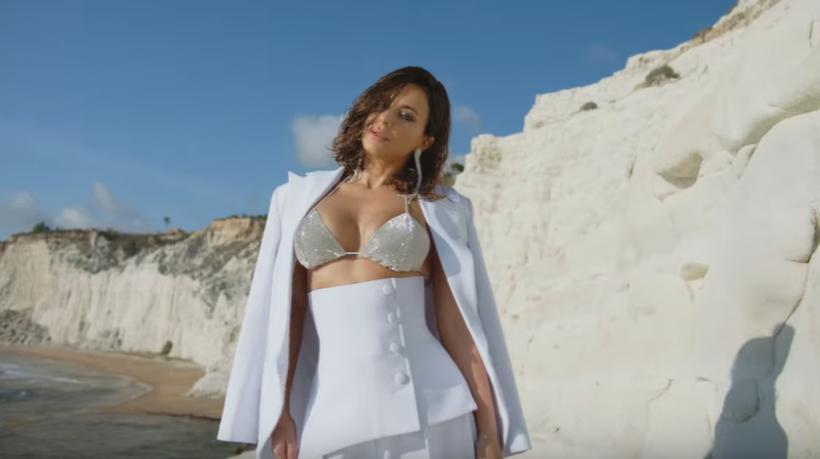 Огромная грудь Ани Лорак в новом клипе вызвала недоумение у фанатов (ФОТО, ВИДЕО)
