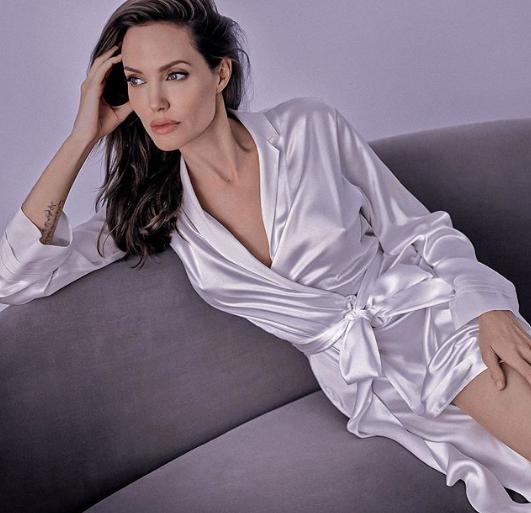 Неожиданное преображение: Анджелина Джоли показала нежное фото