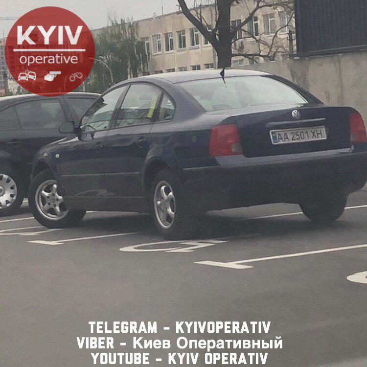 Самый наглый «герой парковки»: Сеть возмутил автохам возле гипермаркета в Киеве (ФОТО)
