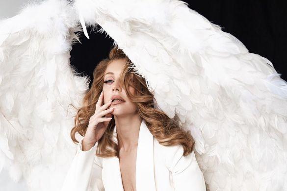 Тина Кароль с огромными крыльями заинтриговала поклонников (ФОТО)
