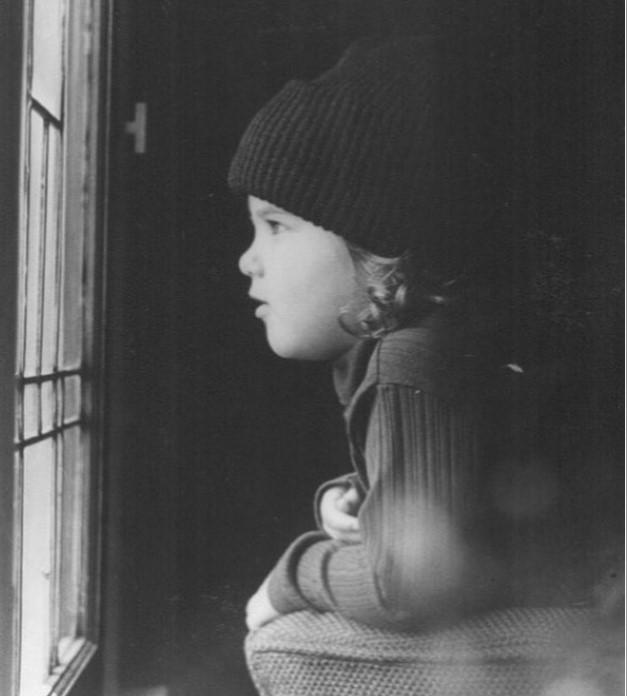 «Милашка»: Дженнифер Энистон показала, как выглядела в детстве (ФОТО)
