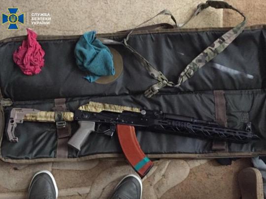 СБУ пресекла деятельность группировки, торгующей оружием (ФОТО)