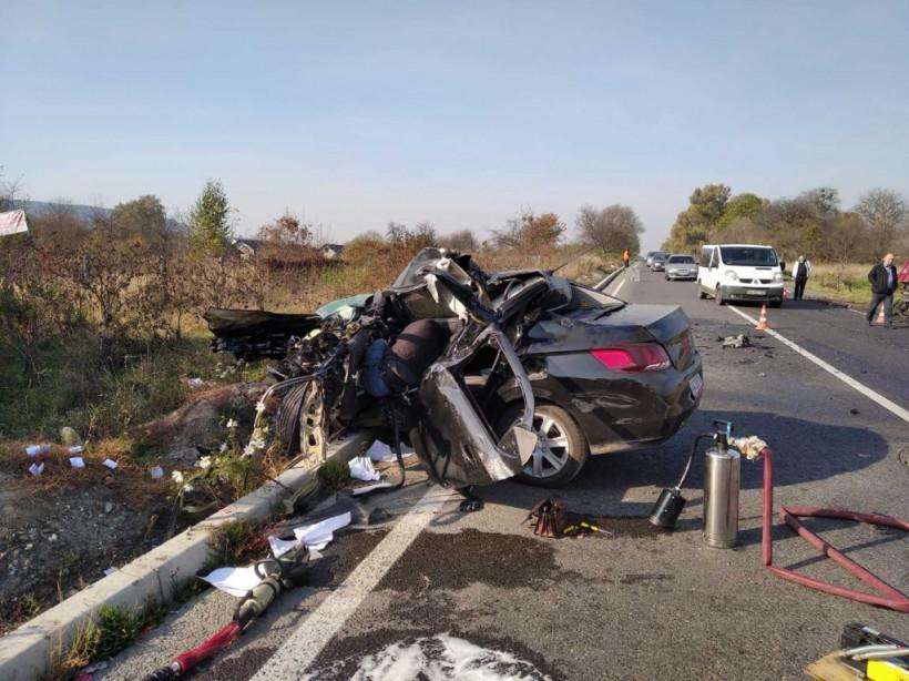 На Львовщине фура врезалась в иномарку: у Peugeot вырвало двигатель (ФОТО)