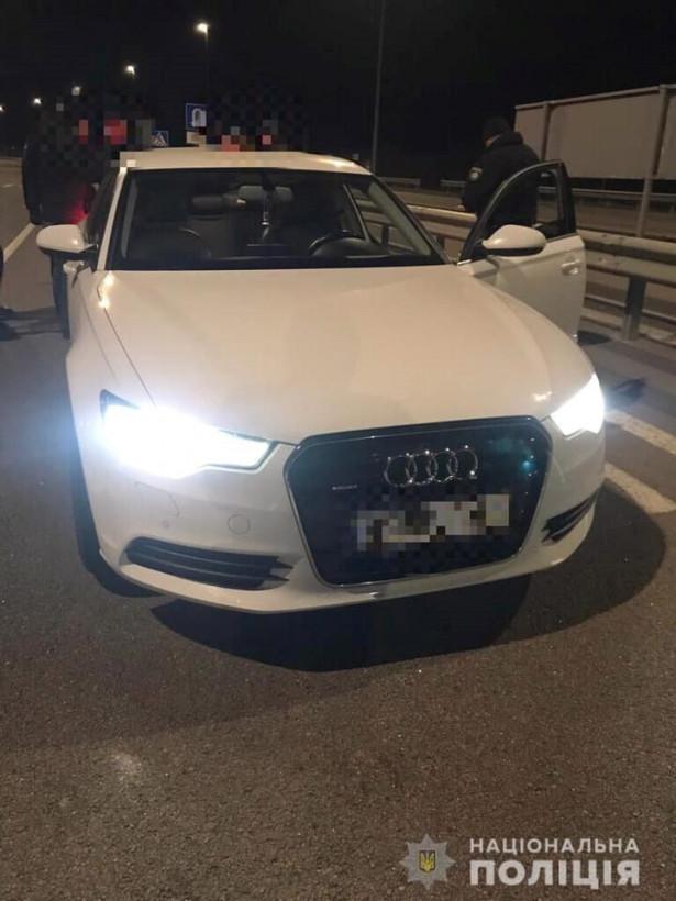 На трассе Киев – Чоп остановили белый Audi c одиозным «вором в законе» (ФОТО)