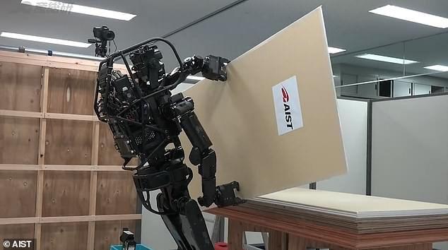 Японская компания представила робота-помощника на стройке (ФОТО)