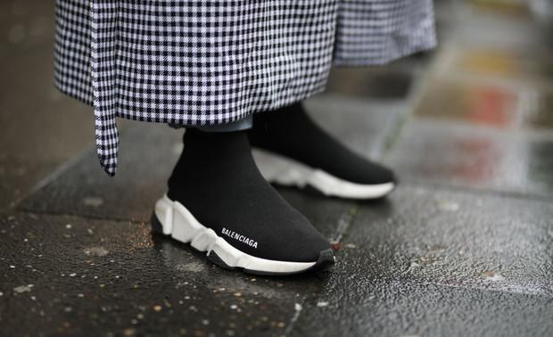 Весна- 2020: настоящий хит – кроссовки- «сникерс» и кроссовки-«носки» (ФОТО)