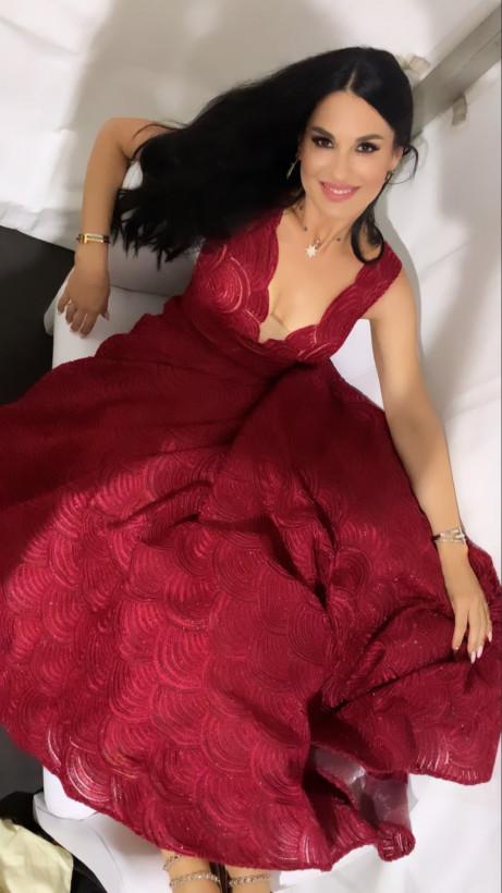 Маша Ефросинина восхитила Сеть в красном платье «королевы» (ФОТО)