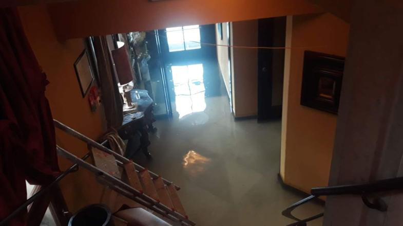 В Венеции туристы спасаются от наводнения на верхних этажах отелей (ФОТО)
