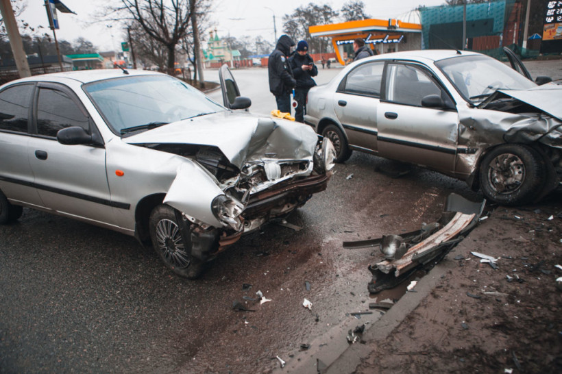 Водителя и пассажира госпитализировали: В Днепре столкнулись два авто Daewoo (ФОТО)