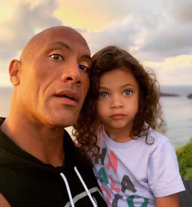 47-летний Дуэйн Скала Джонсон похвастался фото с младшей дочерью