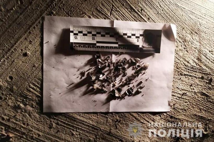 Винил родственников в разводе: житель Хмельницкого взорвал гранату возле двухэтажного дома (ФОТО)