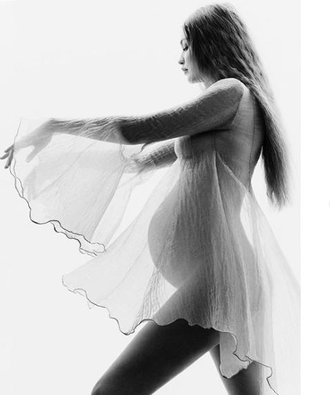 Беременная супермодель Джиджи Хадид поделилась трогательными фото