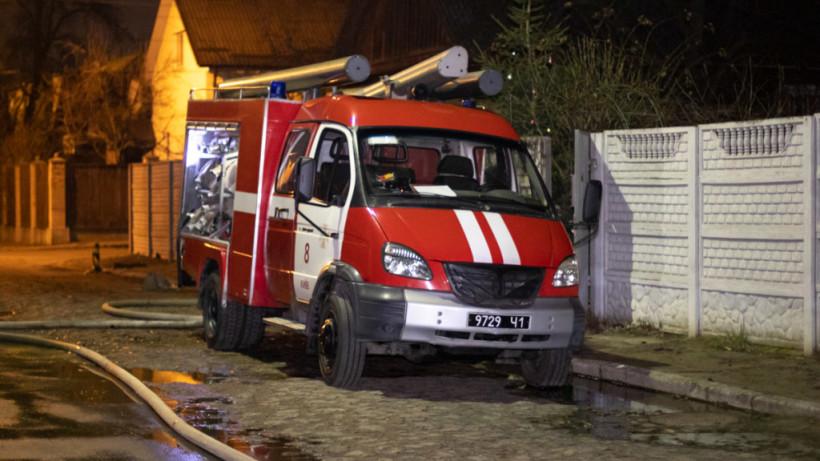 В Голосеевском районе Киева горела крыша: семья была дома (ФОТО)